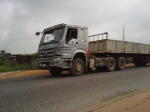 ANGRY YOUTHS PROTEST MULTIPLE DEATHS CAUSED BY DANGOTE TRUCK IN AKUNGBA AKOKO